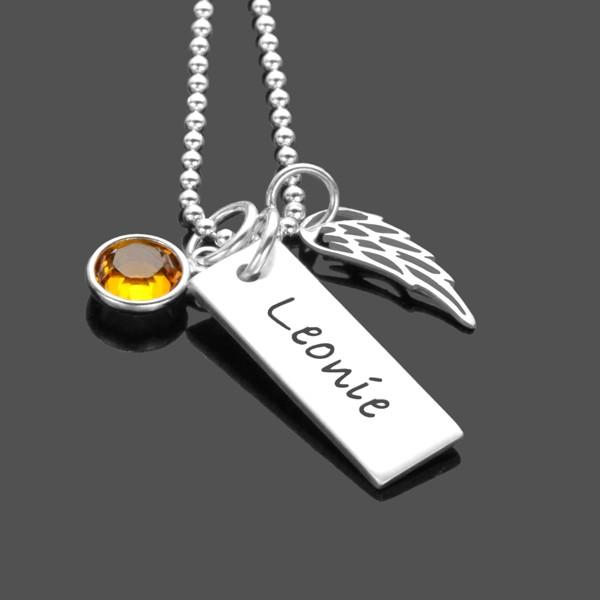 Kette mit Namen und Flügel