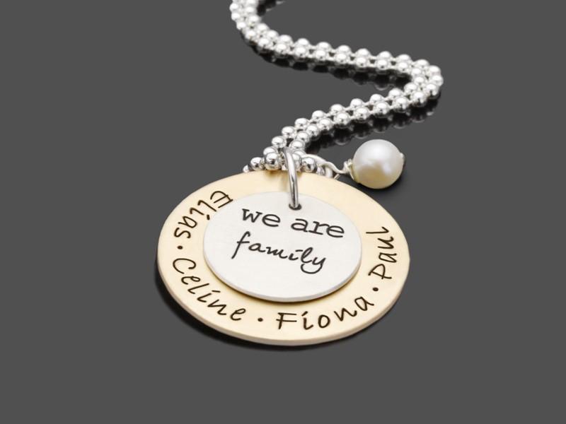 Familienkette mit Namen