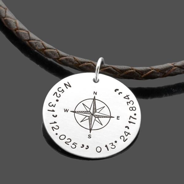 Herrenkette-Kompass-Lederkette-fuer-Maenner-mit-Koordinaten