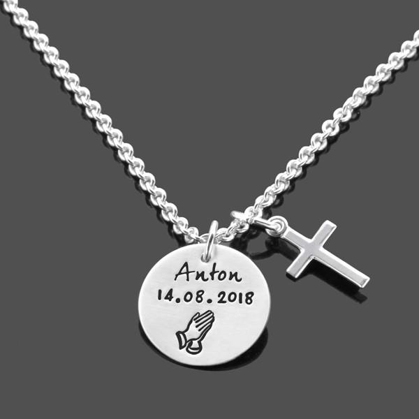 Taufkette-Junge-AMEN-betende-Haende,-Kreuz