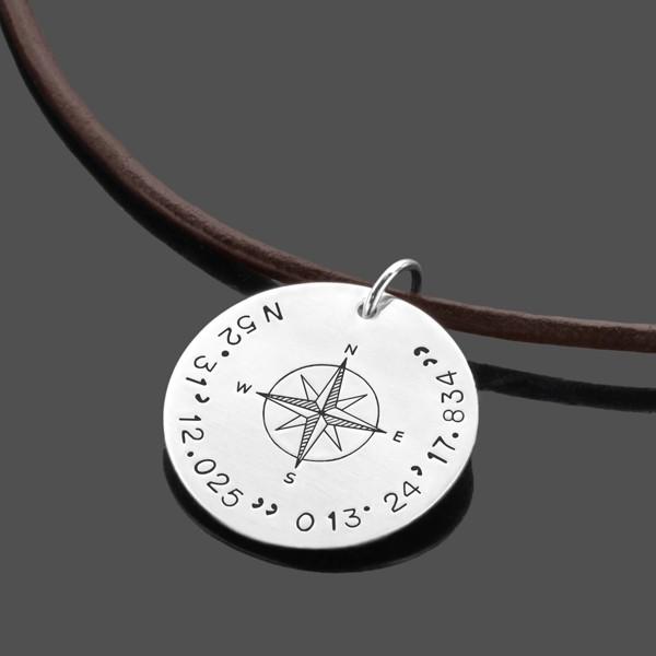 Herrenkette-Gravur-925-Silber-Koordinaten-Lederkette
