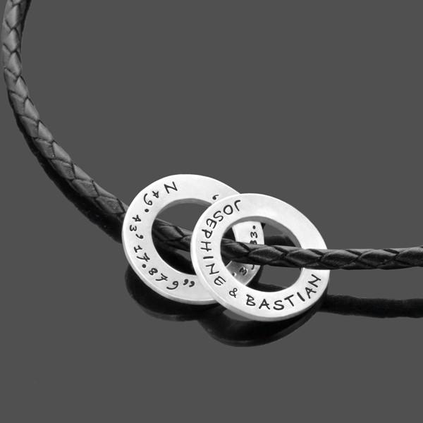 Herrenkette aus Leder und Silber, Silberringe mit Gravur von Namen und Koordinaten