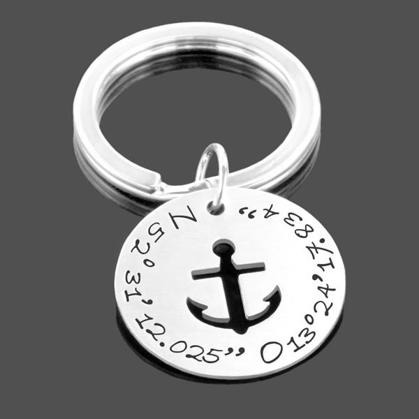 Schlüsselanhänger mit Koordinaten und Anker